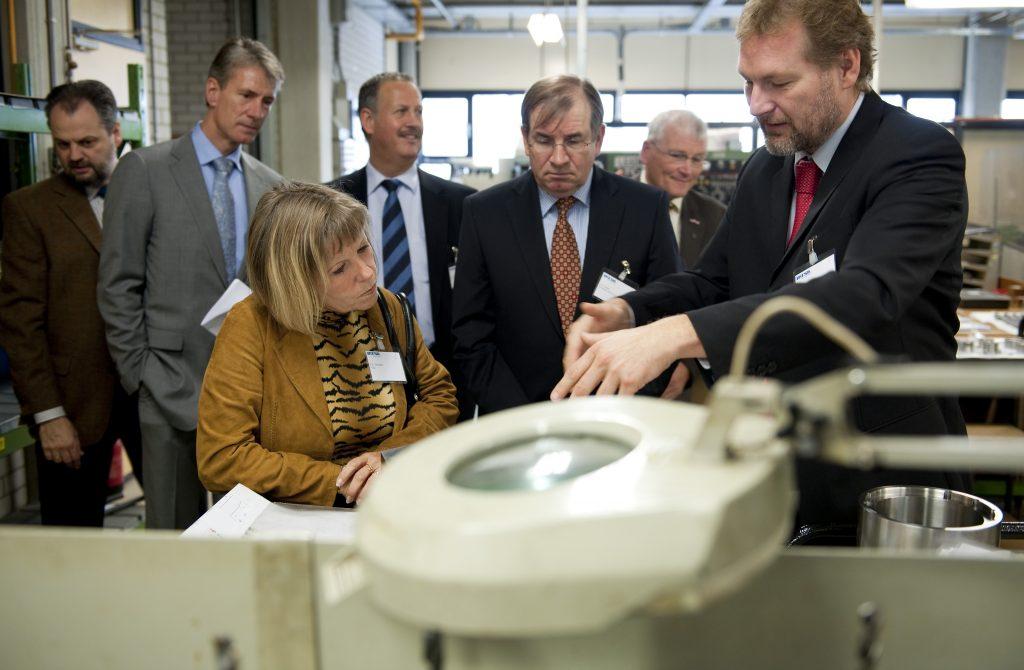 Politici op werkbezoek bij MTSA in Arnhem georganiseerd door de Metaalunie.